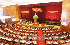 Le leader du PCV signe la promulgation de trois résolutions adoptées par le 6e Plénum
