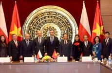 Le président polonais veut impulser les liens multiformes avec le Vietnam