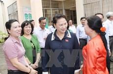 La présidente de l'AN Nguyên Thi Kim Ngân rencontre des électeurs de Cân Tho
