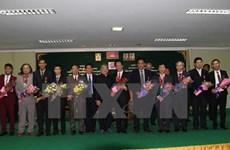 Le Cambodge offre des distinctions honorifiques aux diplomates et aux journalistes vietnamiens