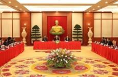 Le secrétaire général Nguyen Phu Trong reçoit les chefs de délégation participant à l'APPF-26