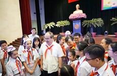 Les dirigeants de Hô Chi Minh-Ville rencontrent les enfants