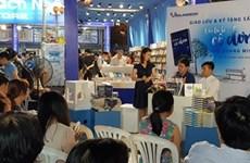 Le Salon du livre de Hô Chi Minh-Ville attire la foule