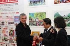 Vietnam - France : les relations traditionnelles entre les deux partis communistes ne cessent de se développer