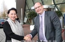 Aviation : la présidente de l'AN vietnamienne travaille avec la société néerlandaise NACO