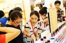 Des Vietnamiennes prêtes à dépenser pour des produits cosmétiques importés