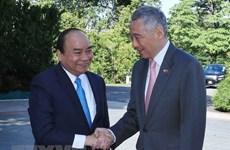 Cérémonie d'accueil réservée au PM Nguyên Xuân Phuc en visite officielle à Singapour