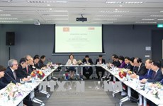 Poursuite des activités du Premier ministre Nguyen Xuan Phuc à Singapour