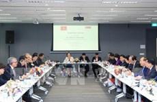 Le PM rencontre des leaders de grands groupes et sociétés multinationales à Singapour