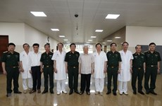 Le leader du Parti rend visite à deux hauts anciens dirigeants