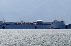 Le navire-hôpital américain USNS Mercy à Nha Trang