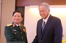 Shangri-La 2018 : le ministre Ngo Xuan Lich rencontre des représentants de différents pays