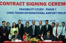 Signature d'un contrat de consultation concernant l'aéroport de Long Thanh