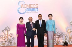 Le PM vietnamien rencontre son homologue thaïlandais en marge du sommet d'ACMECS 8