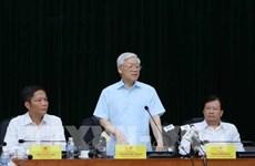 Le secrétaire général Nguyen Phu Trong travaille avec le ministère de l'Industrie et du Commerce