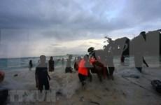 Au moins six morts dans le naufrage d'un bateau en Indonésie