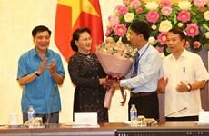 La présidente de l'AN rencontre des lauréats du prix Nguyên Duc Canh