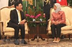 Le vice-Premier ministre Pham Binh Minh rencontre des dirigeants singapouriens