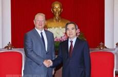 L'ancien vice-président américain salue les réalisations du Vietnam