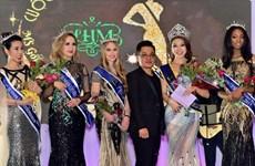 Des stylistes magnifient la tunique vietnamienne sur les podiums étrangers