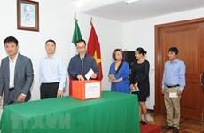 Des Vietnamiens au Mexique soutiennent pour les victimes laotiennes lors de l'effondrement d'un barrage