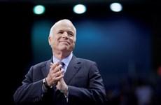 Le sénateur McCain - qui aide à jeter les bases des relations vietnamo-américaines - s'éteint