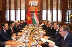 Entretien entre le secrétaire général du PCV Nguyen Phu Trong et le PM hongrois Viktor Orban