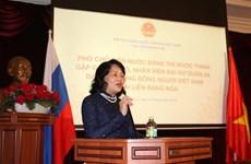La vice-présidente Dang Thi Ngoc Thinh rencontre la communauté des Vietnamiens en Russie