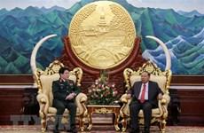 Le général de corps d'armée Luong Cuong en visite officielle au Laos