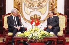 Le vice-PM Truong Hoa Binh reçoit son homologue singapourien Teo Chee Hean