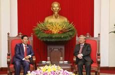 Un haut responsable du PCV reçoit le gouverneur de Vientiane