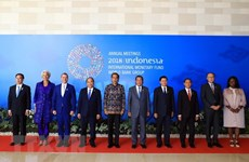 Le Premier ministre Nguyên Xuân Phuc rentre à Hanoi après sa réunion et sa visite en Indonésie