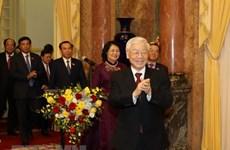 Le secrétaire général du PCV et président Nguyên Phu Trong travaille avec le bureau présidentiel