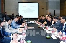 Le PM rencontre des responsables de groupes chinois