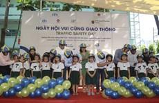 HCM-Ville : Mille casques de moto offerts à des enfants lors de la Journée de la sécurité routière