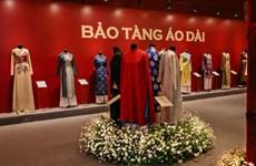 Ao dài, star de l'exposition «Espace du Patrimoine du Vietnam»
