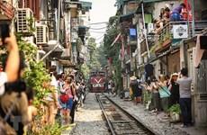 """La vie coule doucement dans la """"rue du train"""" de Hanoi"""