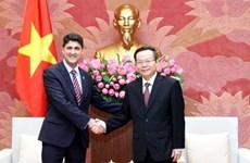Le vice-président de l'AN Phung Quoc Hien reçoit le PDG de Coca-Cola Vietnam
