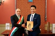 Un jeune chanteur d'opéra vietnamien naturalisé hongrois