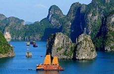 Ha Long, l'une des destinations attirant le plus grand nombre de touristes étrangers en Asie-Pacifique