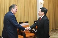 Le vice-PM Pham Binh Minh reçoit le ministre d'État britannique Mark Field