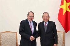 Le vice-PM Truong Hoa Binh reçoit le procureur général de Singapour