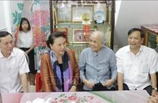 Têt: la présidente de l'AN offre des cadeaux aux habitants de Cân Tho