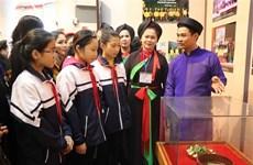 Une exposition met en lumière le chant Quan Ho dans un contexte moderne