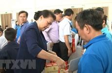 La présidente de l'AN assiste au programme ''Têt de la retrouvaille'' à Binh Duong