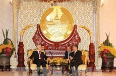 Le dirigeant Nguyên Phu Trong rencontre l'ancien président laotien Choumaly Sayasone