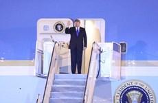 Le président américain arrive au Vietnam pour le sommet entre la RPDC et les États-Unis