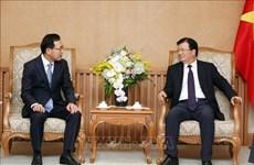 Le vice-PM Trinh Dinh Dung reçoit le nouveau directeur de Samsung Vietnam