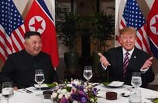 Les présidents des Etats-Unis et de la RPDC finissent leur dîner ensemble à Hanoï