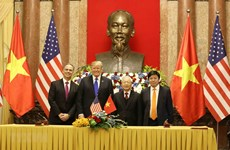 Le Vietnam et les Etats-Unis signent des documents de coopération bilatérale